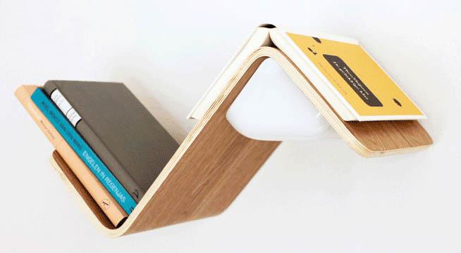 把置物架設計成這個樣子實在是太有創意了!!! 把看到一半的書就這樣子擱在架上,完全可以當書籤來用了!!!!!