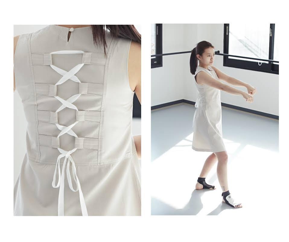 [2015 S/S Back Ribbon Dress (米色]  運用在跆拳道比賽時保護選手為目的的保護帶,設計出女性化的連身裙