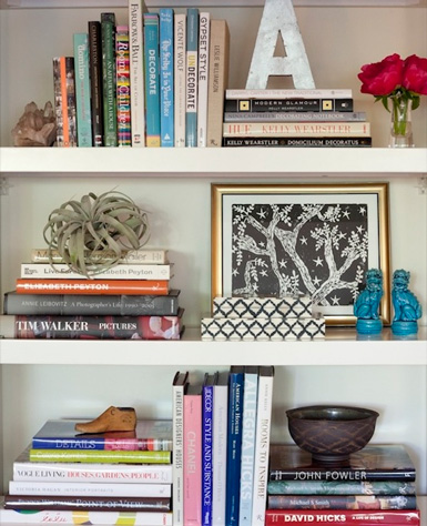書櫥要擺一些看起來很高深的外文書籍或是設計類的書