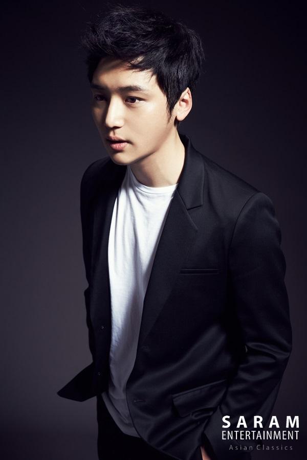 1986年出生的他,比起一般年輕演員,他出道得算較晚