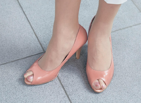 絲襪另外也有膚色的選擇,選對膚色,就能輕鬆秀出自己的美腿啦!  這非常適合推薦給懶懶的同時,又想要美美的妞妞們呀!有機會的話可以親自嘗試看看喔!