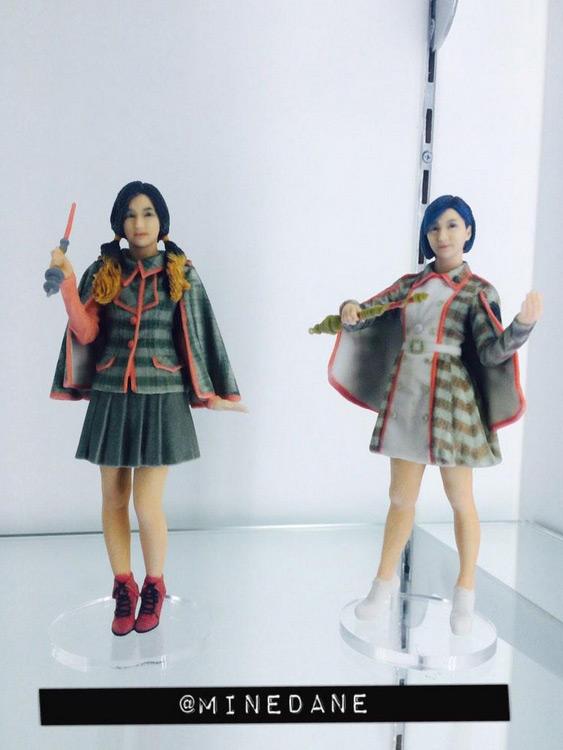 …話說..這兩位是SM旗下那位藝人啊??? (蝦咪?!你說她是Red Velvet瑟琪和f(x)Luna???/)