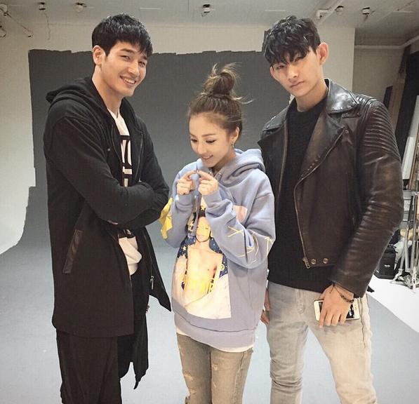 童顏的關係,讓最近成為「演員Dara」的她,都是搭配小弟弟也無違和