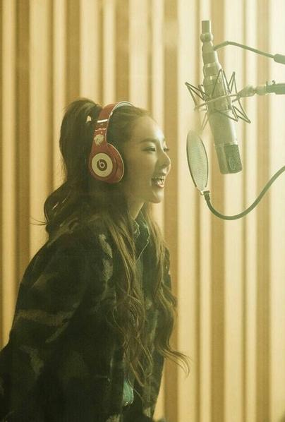 雖然現在Dara作為演員積極活動中,但是還是好希望作為歌手趕快推出新專輯呀~(2NE1到底什麼時候要回歸啊啊啊啊ㅠ_ㅠ)
