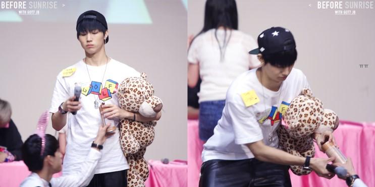 Junior想從下面偷零食棒,但失敗!!!! JB誓死保護自己的寶貝1號…!