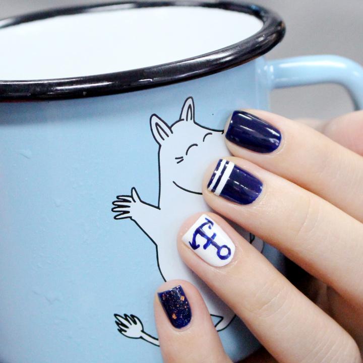 只有留下食指是單純的海軍藍~夏天果然藍&白的組合看起來最清爽呢!