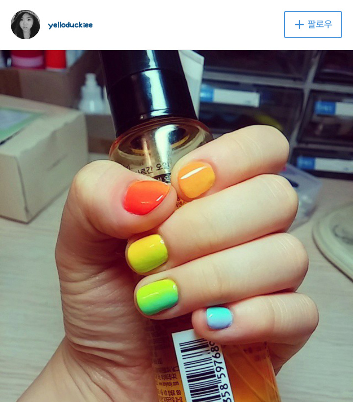 就算手指頭是小巧可愛型的,也很適合彩虹漸層喔!