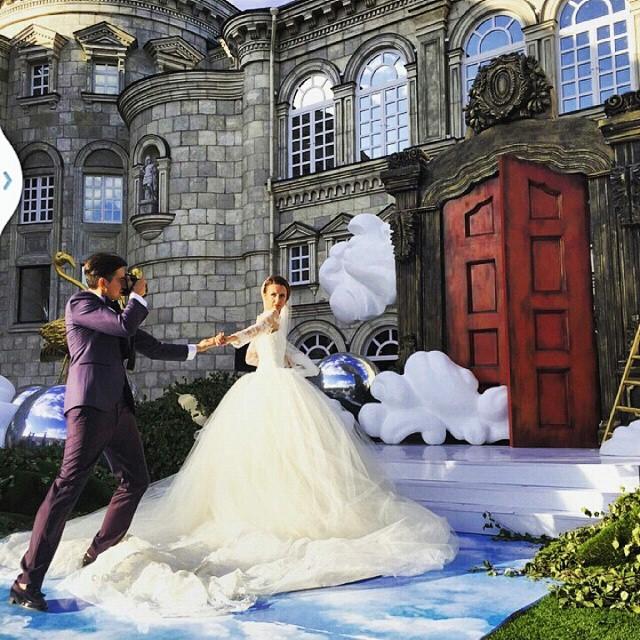 不管是婚紗..新人..還是照片本身要傳達的訊息..都好美…(小編都要哭了T_T)