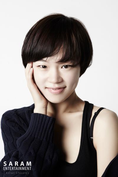 最近韓國人也開始欣賞非典型美女的長相了!雖然不是擁有雙眼皮,濃眉大眼和高挺鼻子的典型漂亮臉蛋