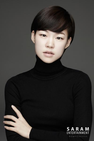 她就是女演員韓藝里(本名金藝里),出演過多部電影作品