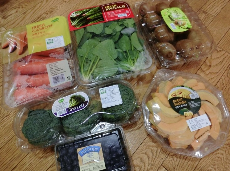 還有各式各樣新鮮的蔬菜....單是營養就滿分啊!!!(突然好羨慕那隻狗狗)