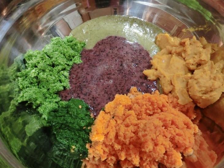 把材料準備完成後...五色材料 (難道是要做狗食界的拌飯?)