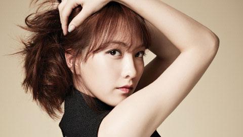KARA的前成員姜智英,1994年 1 月 18日生 智英跟2NE1 MINZY這麼好,原來是根本是同年同月同日生~