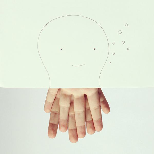 厄瓜多爾出身的設計師,Javier Pérez,他的作品多以現實生活物品穿插在紙上圖形