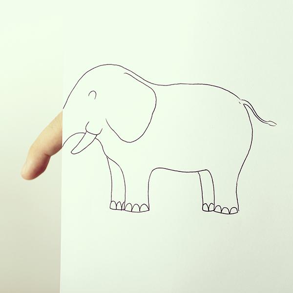 首先,用手指呈現大象的長鼻子