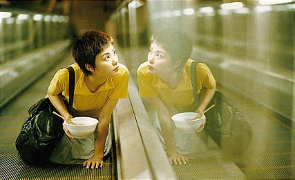 3. 搭乘世界上最長的電動扶梯,全程歷時20分鐘,因為在電影《重慶森林》中登場而變得有名