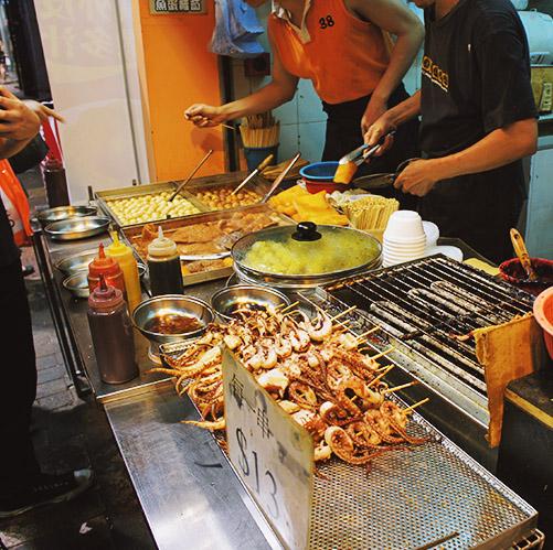 除了上面所介紹的,也可以去感受香港現代人生活模式以及多樣化的夜市和小吃街都是必去的地方