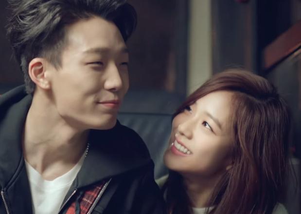 也在HI SUHYUN的單曲《我不一樣》MV中還可以跟iKon的Bobby搭檔(咬手帕)