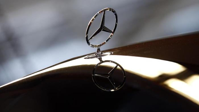 專門開發引擎的戴姆勒Daimler AG,希望他們的引擎能夠進軍不同的產業,所以三角星代表著陸海空的意思