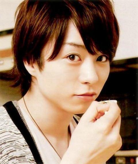 第8名 櫻井翔(1982.1.25)ㅣ歌手(嵐), 演員  代表作:貧窮貴公子<2007>、蜂蜜幸運草<2006>、電影神的病歷簿<2011>等