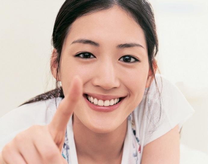 第1名 綾瀨遙(1985.03.24)ㅣ演員   代表作:今天不上班<2014>、八重之櫻<2013>、魚乾女又怎樣<2012>、巨乳排球<2009>等