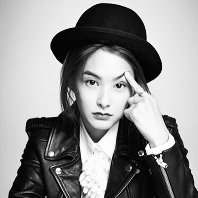 甚至於聽說演員老婆姜惠貞還擔任過Pikicast編輯…!!!