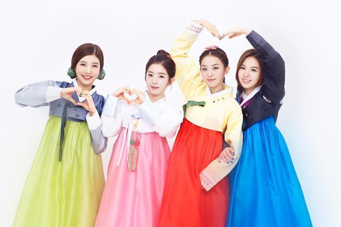 SM新女團Red Velvet都好可愛,繽紛的韓服顏色也都很適合年輕的她們