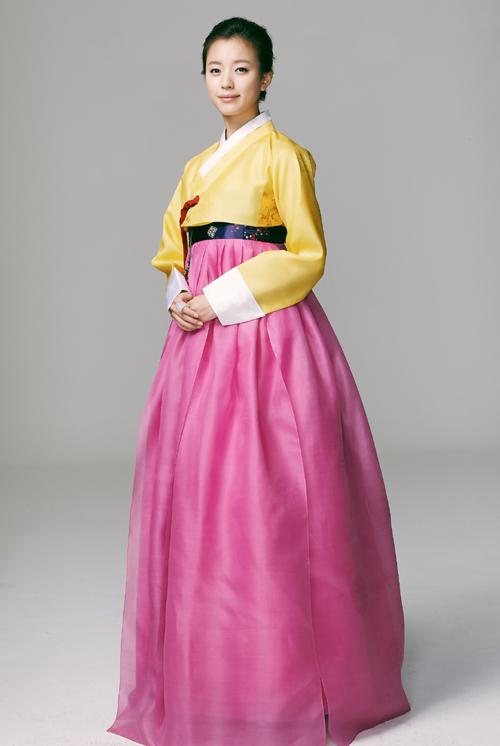 雖然已經在史劇中常常看到穿韓服的模樣,每次看都還是覺得她好漂亮..!!