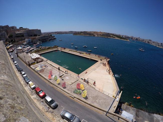 擁有燦爛陽光,蔚藍海岸的馬耳他共和國,在這裡舉行了街頭藝術節,其中有某個玩意吸引了很多人的目光