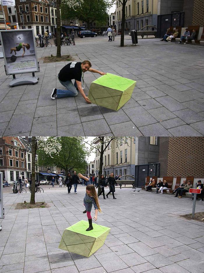 不得不為這3D繪畫技術驚嘆耶…! 當然也要為配合演出的路人給一個讚,大家都創意十足!!!