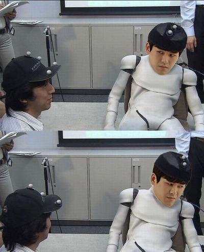 P上去機器人身體以後,完美消化角色…! 可是總覺得….有一種逗趣感XD