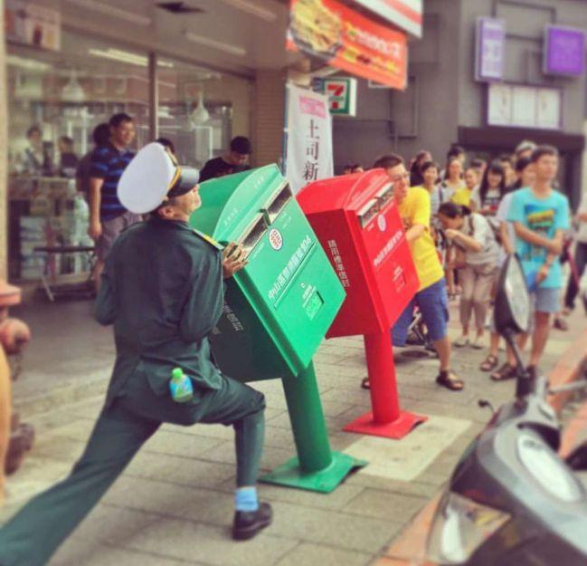 尤其是韓國郵筒大部分是紅色的!所以對於綠色郵筒關心激增!!!