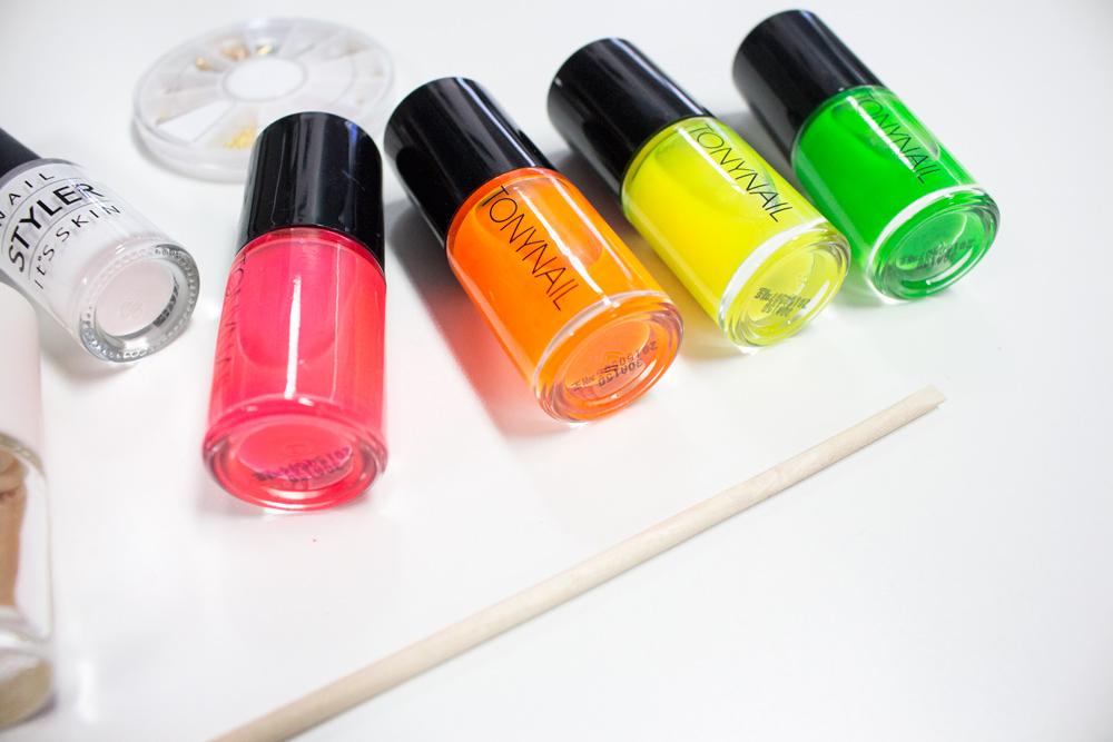 最常用的螢光四色….色澤鮮亮,單獨用的話會有點太閃了,所以小編今天就是要教大家混起來用