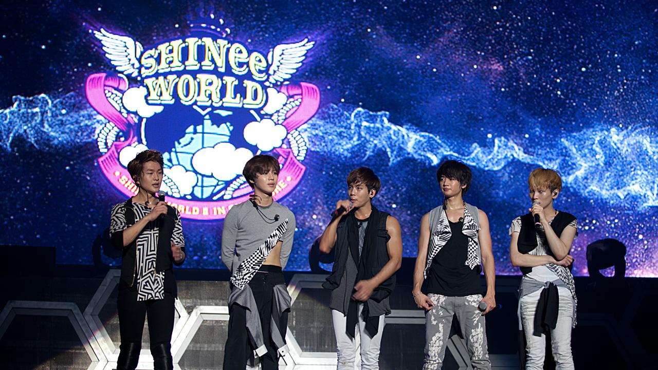 8. SHINee - SHINee WORLD  「閃亮世界,比起直接唸SHINee WORLD,覺得唸縮寫Shawol(唸:蝦握)更好聽~」