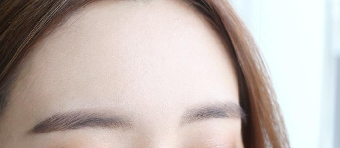 把控油蜜粉在額頭上拍幾下,建議也可以用刷子來刷額頭的出油部份 :) 馬上就像剛剛化完妝的感覺