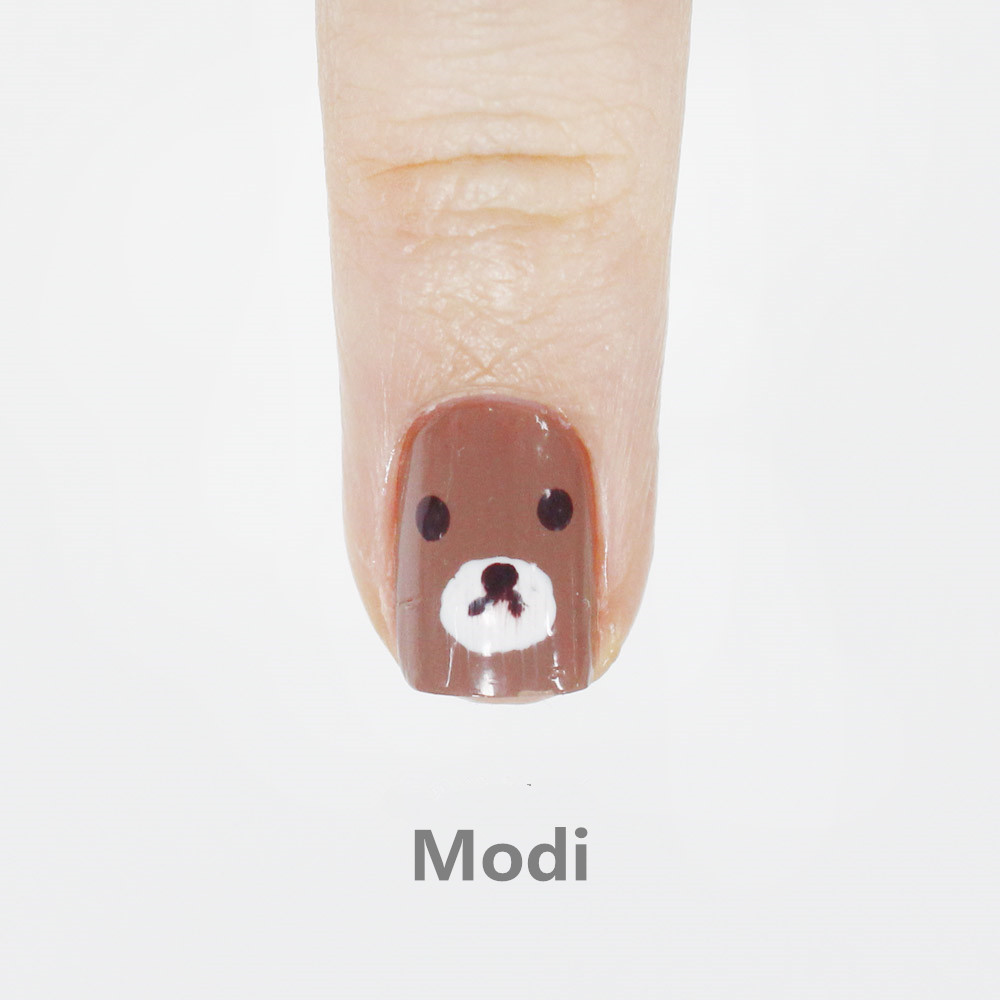 接下來中指是用Modi! 感覺上這款塗起來似乎效果不怎麼良好
