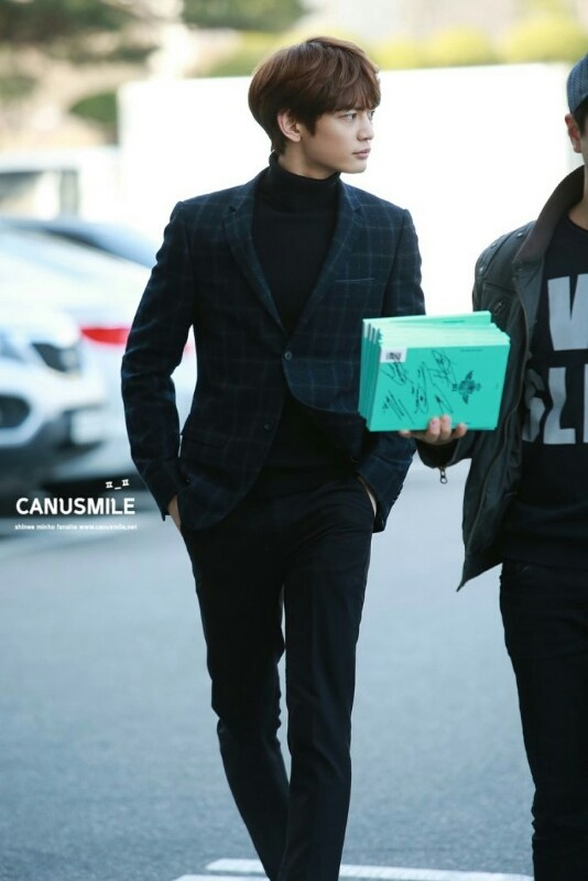 珉豪的外貌真的不是開玩笑!連演員們都會被吸引的俊美外型啊~