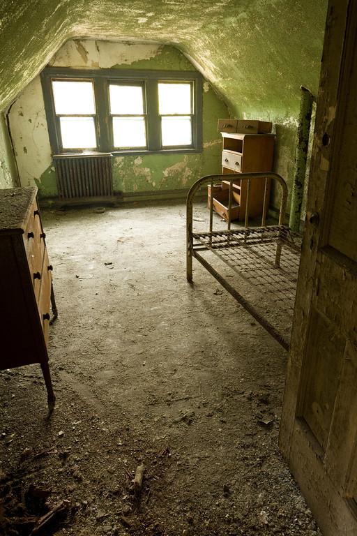因此,瑪莉又再度被衛生當局抓住,將她隔離在北兄弟島(North Brother Island)上監禁23年,最後癱瘓死亡