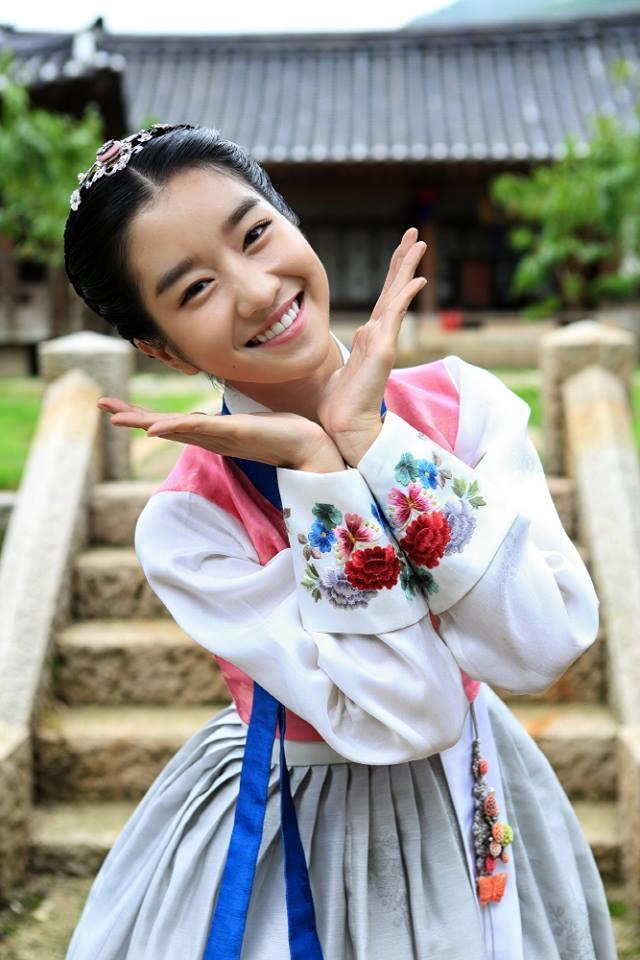 這位像花一樣漂亮的女生,小編就帶大家來認識認識她!!!