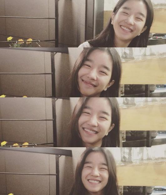 小編喜歡她笑起來自然不做作的樣子