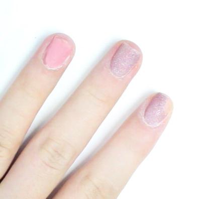 但是光療指甲彩繪這時候還是很牢靠的貼在手指上ㅠ_ㅠ...這個正是光療的威力!!