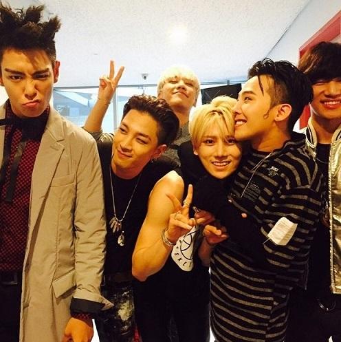 除了BIGBANG成員們以外的照片,BEAST成員張賢勝的Best friend認證照也有!!!(好想跟賢勝換一下位子喔......QQ)