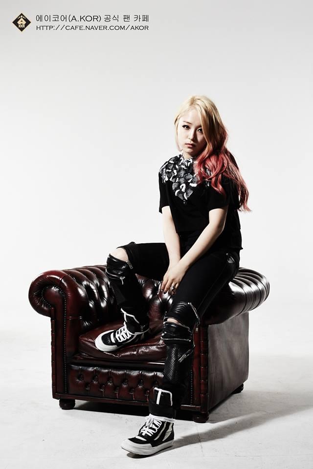 曾經寫diss歌曲嗆2NE1朴春的女團A.KOR的Kemy等等等,都謠傳是參賽人選
