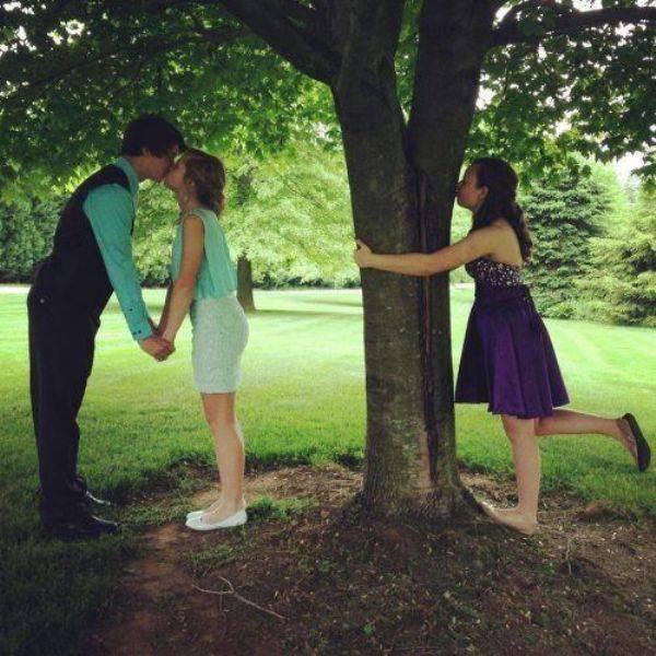 #1. 自己和樹木玩親親,什麼時候不好親近大自然?這個時候就是個好時機啊!!