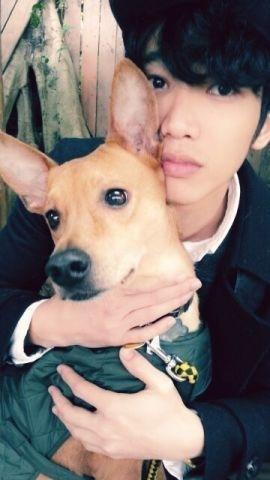他也是愛犬一族,和狗寶貝Yellow