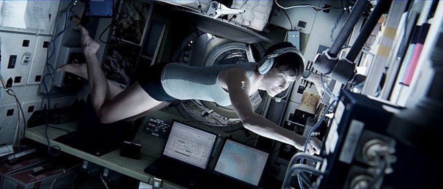 《地心引力》(2013)