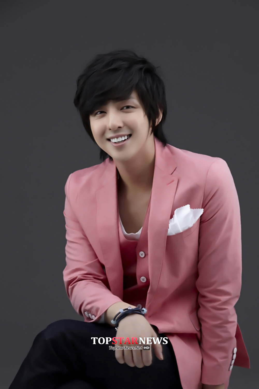 Super Junior起範默默離團?是真的假的啊?