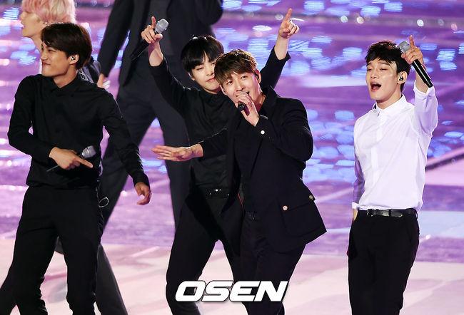 沒錯!正是EXO與傳奇男團G.O.D的合作舞台啊!
