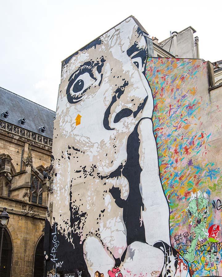 另外,在這些小巷弄裡,通常有些深藏不漏的藝術家的畫作XDDD 有趣的街頭塗鴉也好、有意思的壁畫也好~讓整個小巷子變得像藝術文化園區一樣美麗!