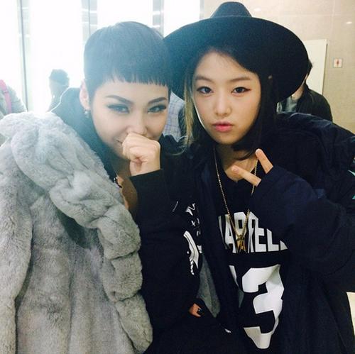 韓國Mnet電視台的饒舌節目《Show Me The Money》相當受到歡迎,目前也正熱播到第4季,其中雖然沒有規定參賽者性別,但比賽卻始終以男性為主。到了今年初,Mnet選擇推出另一系列饒舌節目《Unpretty Rapstar》,以女性參賽者為主進行生存賽,除了收視率亮眼外也捧紅了許多饒舌歌手。